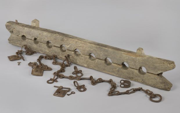 Anonymous, Foot stocks designed for the constraint of multiple enslaved people, with 6 separate shackles, c. 1600–1800, Rijksmuseum, gift from Mr J.W. de Keijzer