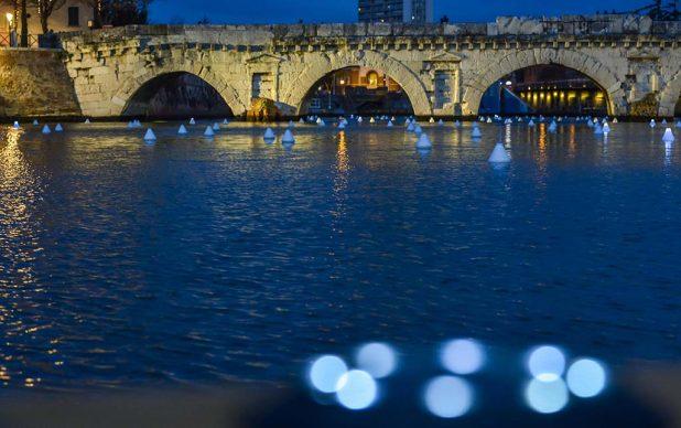 208, l'installazione al Ponte di Tiberio di Rimini di Gio Tirotto © Riccardo Gallini /GRPhoto