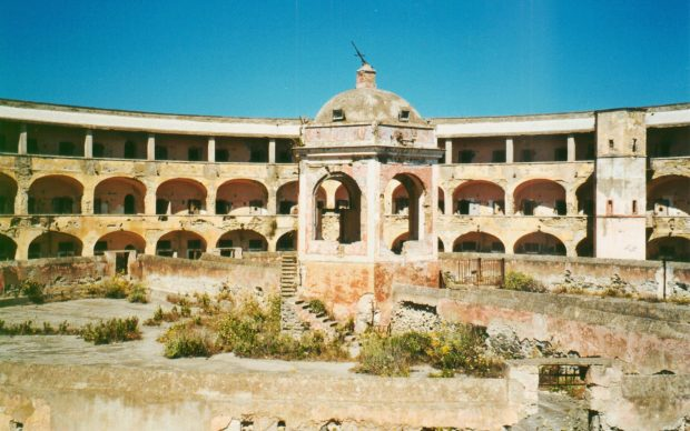 Il carcere di Santo Stefano, photo by Gaúcho, 2005, via Wikimedia Commons (CC BY-SA 3.0), no changes were made