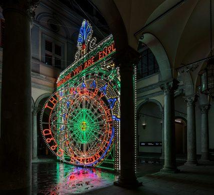 Marinella Senatore, We Rise by Lifting Others (Ci eleviamo sollevando gli altri). Cortile di Palazzo Strozzi, Firenze. © photo OKNO studio