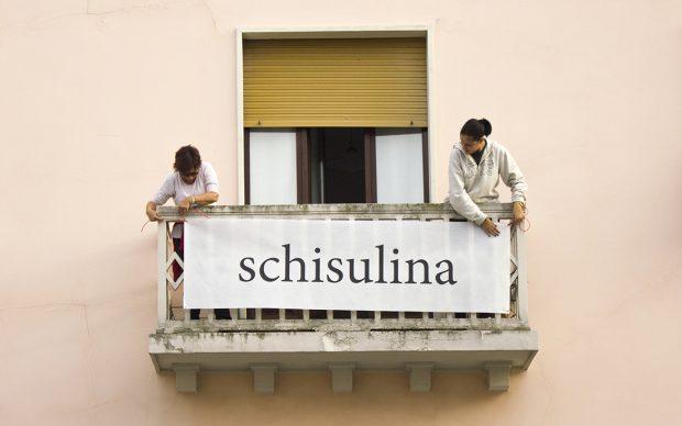Parole al balcone, opera di Sabrina D'Alessandro per il Premio Suzzara, 2018. Courtesy l'artista