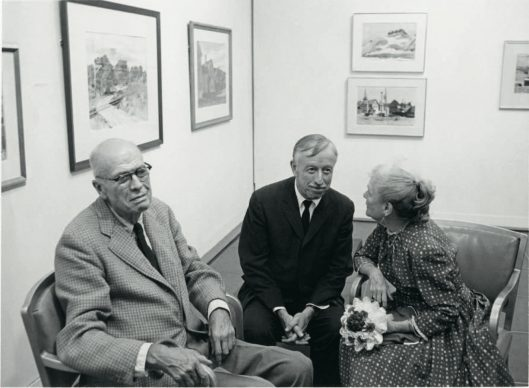 Edward Hopper e Josephine Hopper con Lloyd Goodrich al Whitney Museum of American Art, 1964. Fotografia di Raphael Shammaa