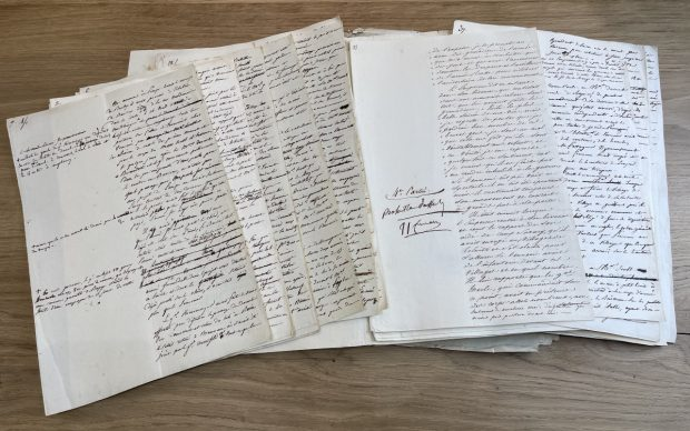 Manuscript of the battle of Austerlitz dictated and corrected by Napoléon. Credit Arts et Autographes