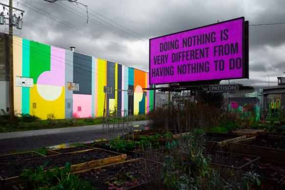 Uno dei manifesti di Douglas Coupland a Vancouver. Photo Luis Valdizon