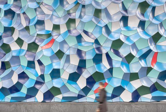 Olafur Eliasson. Atmospheric wave wall, 2020. Willis Tower, Chicago. Photo: Darris Lee Harris