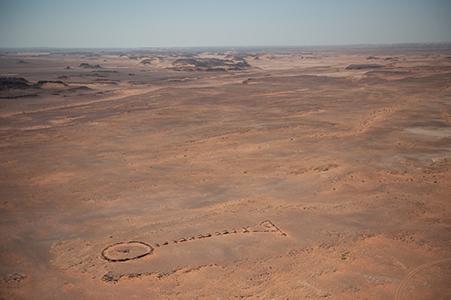 Uno dei primi luoghi di sepoltura di AlUla che mostra la cosiddetta forma a pendaglio. Photo credits Royal Commission for AlUla