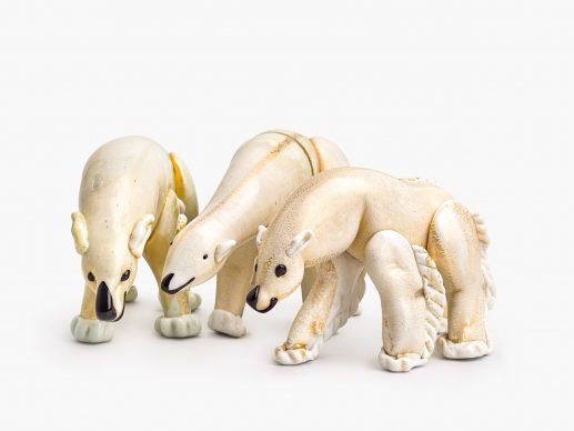 Tre orsi in vetro lattimo e foglia d'oro, anni trenta. Courtesy LE STANZE DEL VETRO