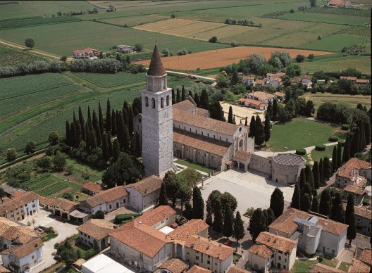 Una foto della Basilica di Aquileia, tratta dal libroItalia dall'alto(Jaca Book, 2020)