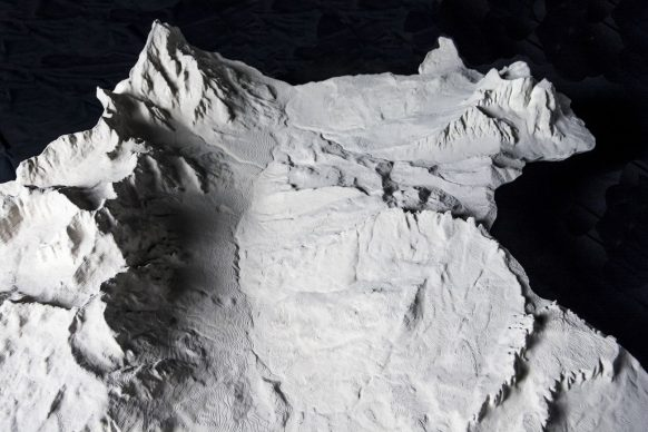 Territoriotipo, una porzione del grande modello (100x 80 cm circa) della valle di Cortina attualmente all'interno dell'esposizione Montagna Sacra presso il Museo Mario Rimoldi alle Regole D'Ampezzo. Courtesy Fablab Venezia
