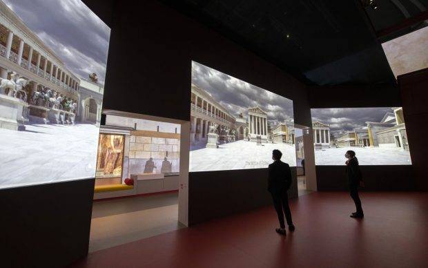 Veduta della mostra Pompeii, Rmn-Grand Palais. Photo Didier Plowy