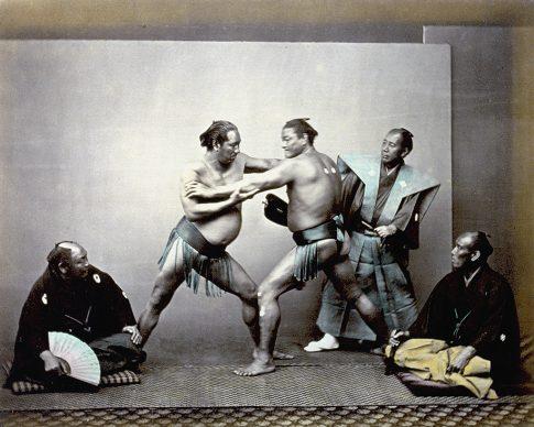 Felice Beatro (attribuzione), Lottatori di sumo durante il combattimento, Giappone 1863-1868. Archivi Alinari Firenze