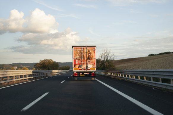 Autostrada del Sole (Fabro), 2016. Canzone: La Verità di Francesco Guccini. Autore della foto: Daria Addabbo. International © 2021 by Editoriale Jaca Book Srl, Milano
