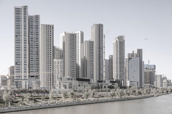 Nuovi edifici con aeroplano, 2019, Tongzhou New Town, Pechino, municipalità di Pechino. Foto di Samuele Pellecchia