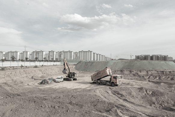 Movimento terra per la costruzione di un nuovo isolato, 2019, Lanzhou New Town, Lanzhou, provincia del Guansu. Foto di Samuele Pellecchia
