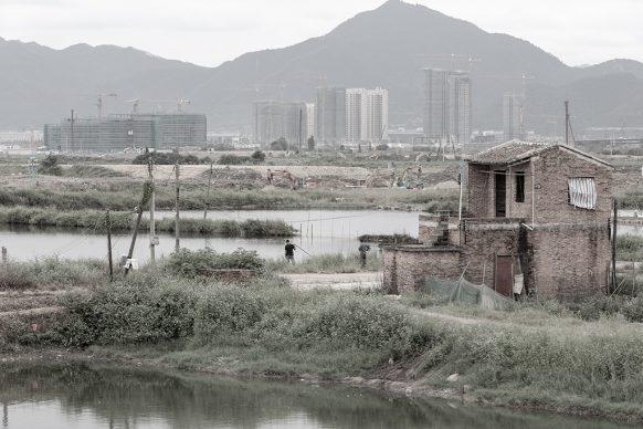 Case rurali e nuove costruzioni, 2017, Zhaoqing New Town, Zhaoqing, Provincia del Guangdong. Foto di Samuele Pellecchia