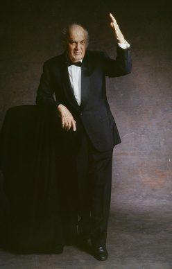 Ritratto Rosso - Fellini alla vigilia dell'Oscar alla Carriera ritratto in studio, 1993. Fotografia di Elisabetta Catalano © Elisabetta Catalano