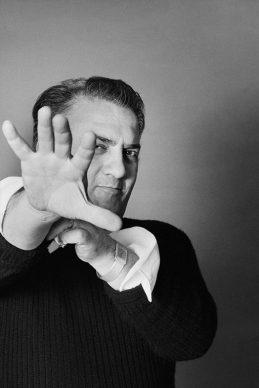 Ritratto Rosso - Fellini ritratto in studio, 1973. Fotografia di Elisabetta Catalano © Elisabetta Catalano
