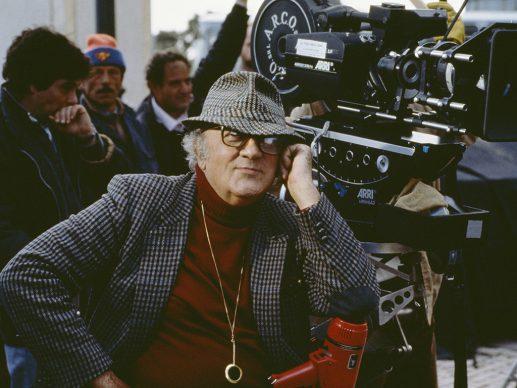 Ritratto Rosso - Fellini  sul set de La voce della Luna. Fotografia di Elisabetta Catalano © Elisabetta Catalano