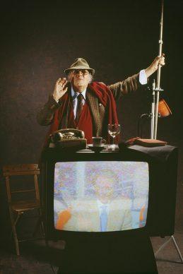 Ritratto Rosso - Fellini  e la televisione. Roma, 1990. Fotografia di Elisabetta Catalano © Elisabetta Catalano