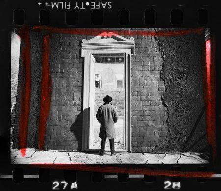 Ritratto Rosso - Fellini sul set di Fellini Satyricon. Fotografia di Elisabetta Catalano © Elisabetta Catalano
