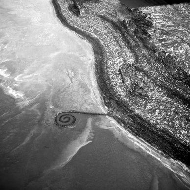 Robert Smithson, Spiral Jetty (1970) Great Salt Lake, Utah Mud, precipitated salt crystals, rocks, water 1,500 ft. (457.2 meters) long and 15 ft. (4.6 meters) wide Collection of Dia Art Foundation Photograph: Robert Smithson Artwork © Holt/Smithson Foundation and Dia Art Foundation, Licensed by VAGA at ARS, New York Photograph © Holt/Smithson Foundation