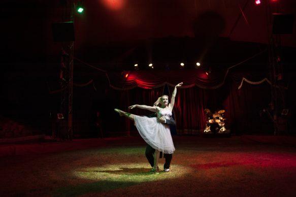 Vada, Livorno, 2014. Canzone: Tango per due di Francesco Guccini. Autore della foto: Daria Addabbo. International © 2021 by Editoriale Jaca Book Srl, Milano