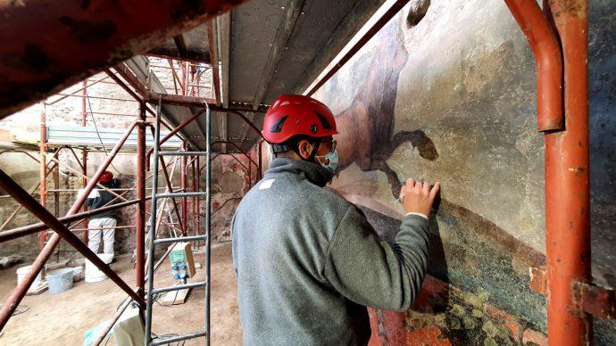 Parco Archeologico di Pompei, la Casa dei Ceii  durante il restauro. Foto per gentile concessione del Parco Archeologico di Pompei
