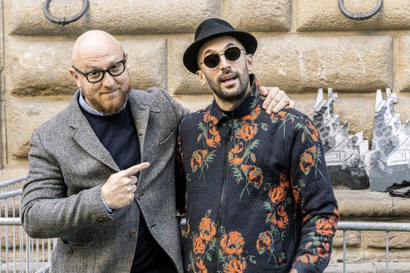 Arturo Galansino e JR davanti a Palazzo Strozzi. Photo Ela Bialkowska, OKNOstudio. Courtesy Palazzo Strozzi