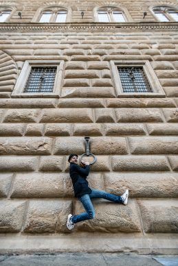 JR davanti a Palazzo Strozzi. Photo Ela Bialkowska, OKNOstudio. Courtesy Palazzo Strozzi