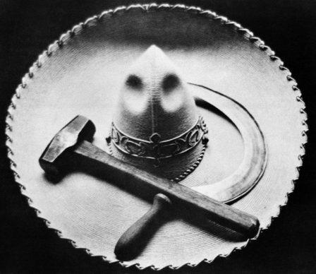 Falce, martello e sobrero, Messico, 1927 © Tina Modotti