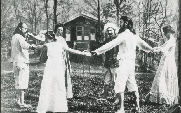 Esercizio di euritmia sul Monte Verità, 1904. Courtesy Fondazione Monte Verità e Fondo Harald Szeemann