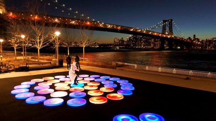 Jen Lewin, Reflect at Domino Park, Brooklyn, 2021. Drone photography by Demian Neufeld, Ryders Alley Media, and Matt Emmi Artwork © 2021 Jen Lewin