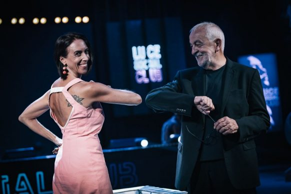 Martina Riva e Gianni Canova, conduttori di Luce Social Club