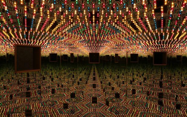 Yayoi Kusama, Infinity Mirror Room — Love Forever, 1966:94. Wood, mirrors, metal, lightbulbs, 210.2 x 240.2 x 205.2 cm. (c) YAYOI KUSAMA, Courtesy Ota Fine Arts