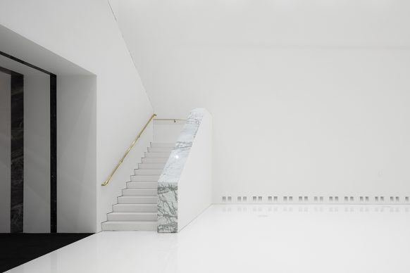 Royal Museum of Fine Arts, Anversa by KAAN Architecten. A detail of the monumental staircase in the 21st-century museum © Sebastian van Damme