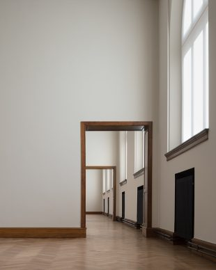 """Royal Museum of Fine Arts, Anversa by KAAN Architecten. """"At the first floor, large windows visually connect the bright yet modest interiors with the surroundings"""" © Stijn Bollaert"""