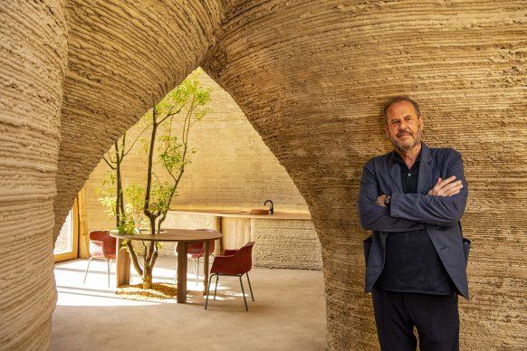 Un ritratto dell'architetto Mario Cucinella all'interno di TECLA. Photo Iago Corazza