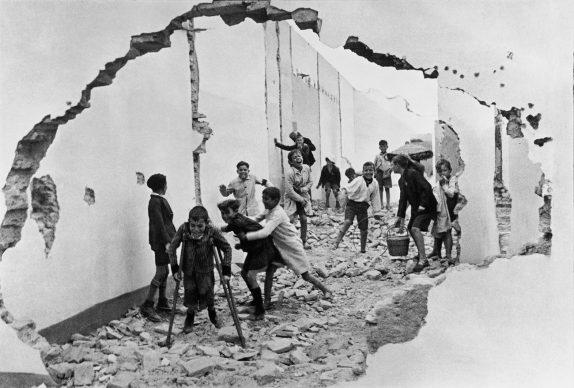 Siviglia, Spagna, 1933 © Fondation Henri Cartier-Bresson / Magnum Photos