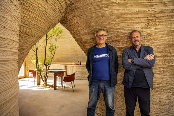 Un ritratto di Massimo Moretti e dell'architetto Mario Cucinella all'interno di TECLA. Photo Iago Corazza