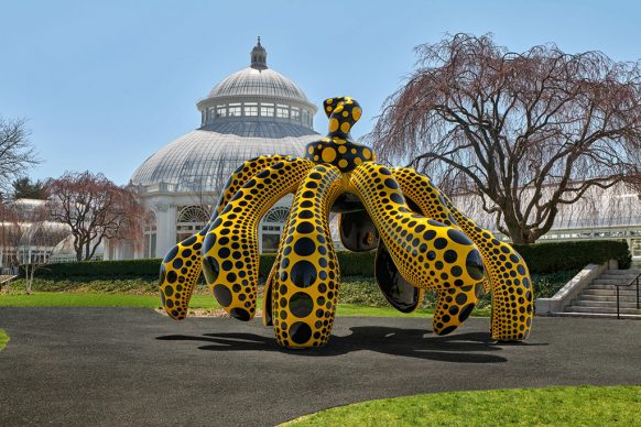 Dancing Pumpkin, 2020, The New York Botanical Garden, Urethane paint on bronze, 196 7/8 x 116 7/8 x 117 ¼ in. (500 x 296.9 x 297.8 cm), Collection of the artist. Courtesy of Ota Fine Arts and David Zwirner. Photo by Robert Benson Photography