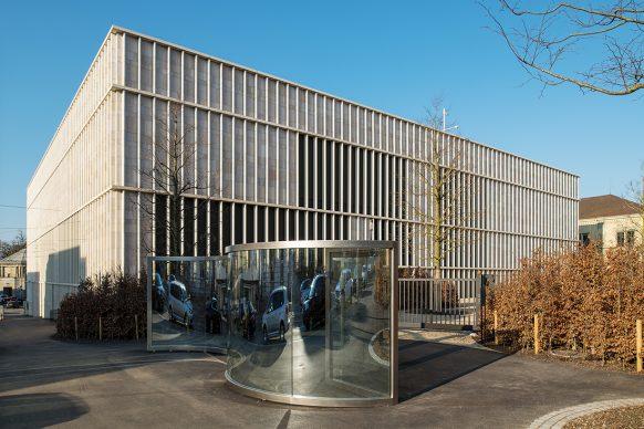 Kunsthaus Zürich, ampliamento di David  Chipperfield Architects  Lato Rämistrasse con «Sine Wave / ZigZag» (2007–2009)  di Dan Graham Foto © Juliet Haller, Ufficio di urbanistica, Zurigo Opera © Dan Graham