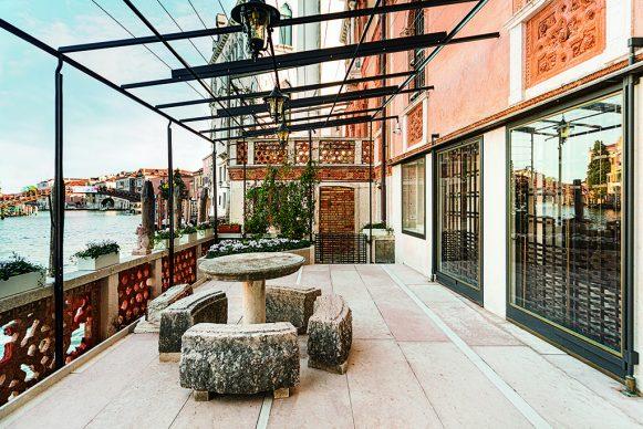 Una vista della casa sul Canal Grande, progettata da Carlo Scarpa a Venezia. Crediti fotografici Claudia Rossini. Courtesy Electaarchitettura