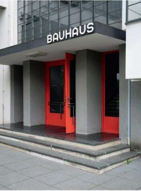 Sede del Bauhaus di Dessau, particolare di uno degli ingressi © Thomas Meyer: OSTKREUZ, Fondazione Bauhaus Dessau, 2019
