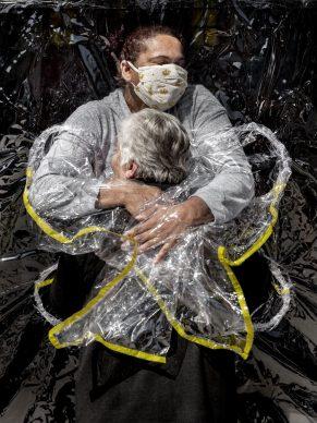 The First Embrace © Mads Nissen, Denmark, Politiken/Panos Pictures