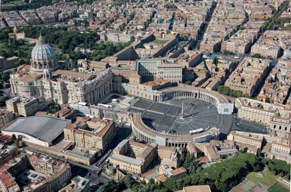 Una veduta della Basilica di S. Pietro e del Palazzo Apostolico Vaticano, tratta dal libroRomadall'alto(Jaca Book, 2021)