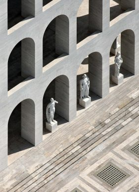 Una veduta del Palazzo delle Civiltà del lavoro, tratta dal libroRomadall'alto(Jaca Book, 2021)