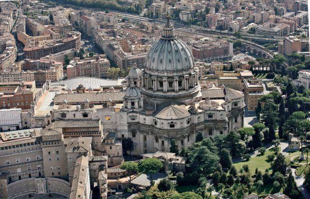 Una veduta della Basilica di San Pietro, tratta dal libroRomadall'alto(Jaca Book, 2021)