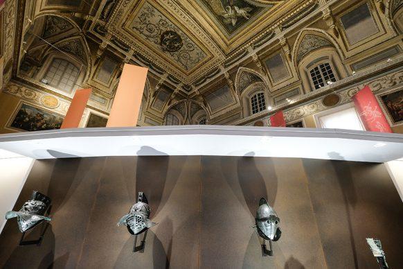 Una fase dell'allestimento della mostra Gladiatori presso il Museo Archeologico Nazionale di Napoli. Photo Mario Laporta/KONTROLAB