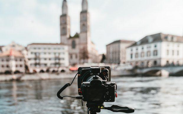 Photo by Claudio Schwarz @purzlbaum on Unsplash