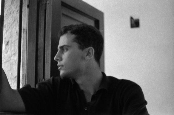 Autoritratto, Bagheria, 1960 © 2021 Ferdinando Scianna